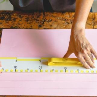 ricavare dai cartoncini delle strisce lunghe cm.30 e alte cm.3