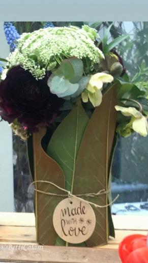 contenitore con foglie di magnolia